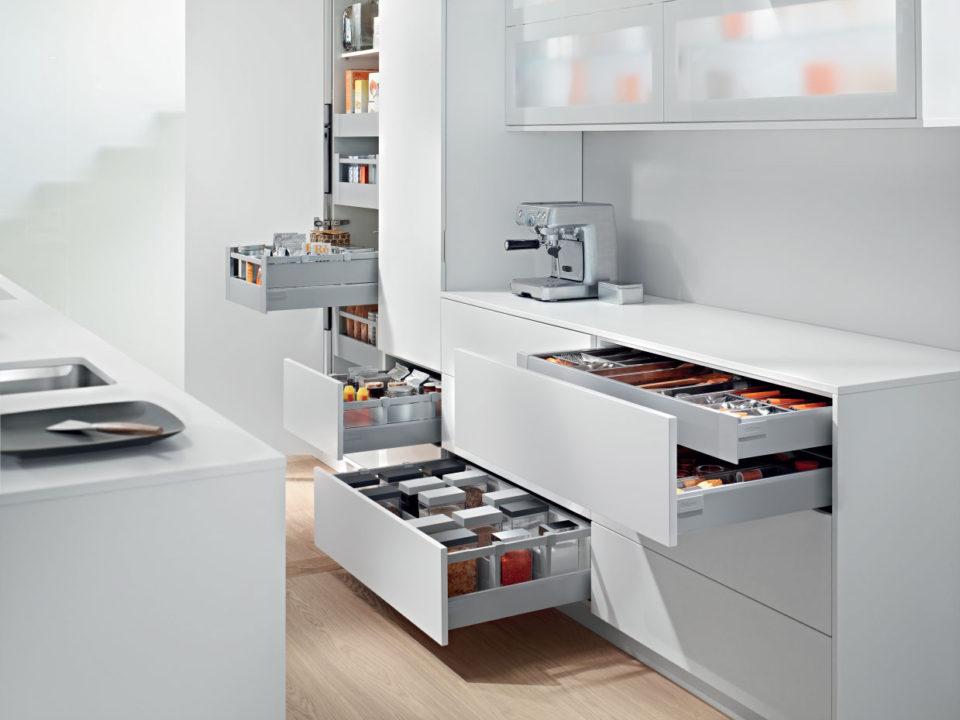 Кухни в Ялте с австрийской фурнитурой Blum